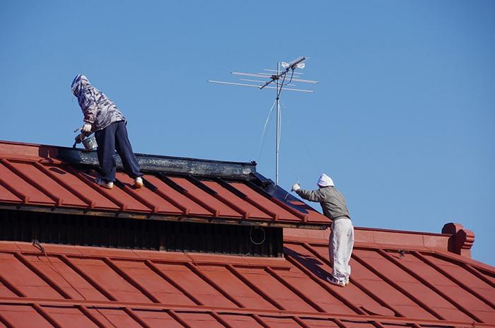 屋根の塗り替え作業